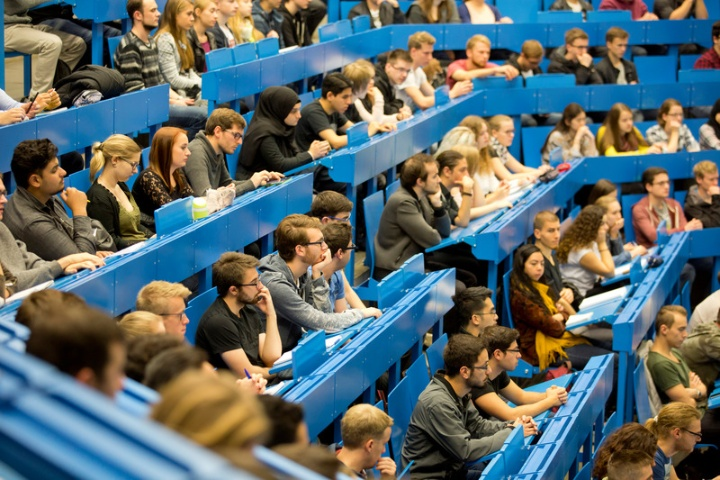 Students in Lecture Hall (c) University of Stuttgart