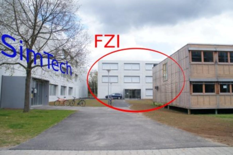 Eingangsbereich zum Pfaffenwaldring 5b (c)